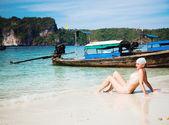 女性の日光浴 — ストック写真
