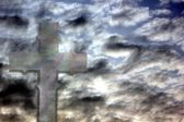 Cross in a cloudy sky — Stock Photo