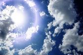 Blå himmel med moln närbild — Stockfoto