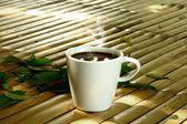 Ranní kávu na bambus — Stock fotografie