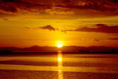 Appreciated the sunset on the lake, southern Thailand. — Foto Stock