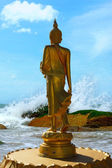 Buddha statues was walking on the beach and wave — Stok fotoğraf