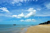 海滩和天空. — 图库照片