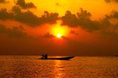 Atardecer en tailandia del sur del lago. — Foto de Stock