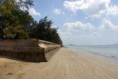 The tsunami walls at Pak Meng Beach, Trang Province, Thailand. — Stock Photo