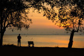 The beauty of the silhouettes sunset at lake. — Stock Photo