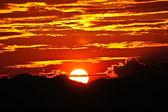 Solnedgång himlen, vid sjön songkhla, thailand. — Stockfoto
