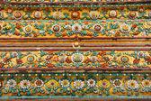 резные античный более чем 200 лет в тайский храм. — Стоковое фото