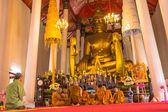 The senior monk dress the new monk in the Newly Buddhist ordinat — Foto de Stock