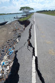 Fissures and erosion of the asphalt road by the earthquake. — Stock Photo