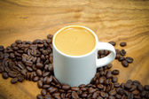 Coffee and coffee bean on wood background — Stock Photo