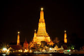 Wat Arun at night. The famous attractions of Thailand. Thailand' — Stock Photo