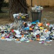 Trash bin overloaded - Stockfoto