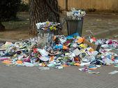 Aşırı çöp kutusu — Stok fotoğraf