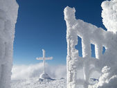 Frozen cross in the mountain — Stock Photo