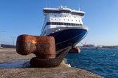 Schiff auf einem pier gebunden — Stockfoto