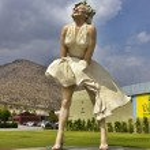 Постер, плакат: Marilyn Monroe statue