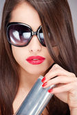 Woman with sun glasses holding can — Stock Photo