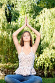 Kadın meditasyon açık — Stok fotoğraf