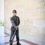 Turkish soldier at entrance of Ataturk Mausoleum — Stock Photo