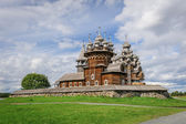 Wooden church at Kizhi under reconstruction — Stock Photo