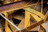 Högen av rostig metall-skrot — Stockfoto