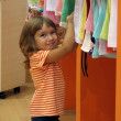 Little girl shopping — Stock Photo