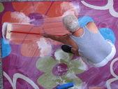 Man washing carpet — Stock Photo