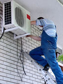 Air conditioning worker — 图库照片