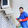Air conditioner worker — Stock Photo