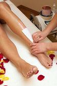Depilacja woskiem w salonie piękności — Zdjęcie stockowe