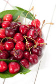 Sweet cherries on the table — Stock Photo