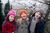 Happy kids outside — Stockfoto