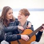 casal adolescente feliz — Foto Stock