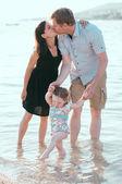 счастливая семья на отдыхе — Стоковое фото