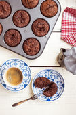 Delicious chocolate chip muffins and coffee — Stock Photo