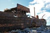 Schipbreuk boot in inisheer, aran islands — Stockfoto