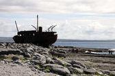 Naufragio de barco en inisheer, islas de aran — Foto de Stock