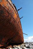 Vermelho detalhe ferrugem, velho afundou o barco em inisheer, ilhas aran — Foto Stock