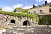 Tourists on the fortification island Suomenlinna — Foto Stock