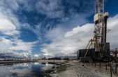 Oil platform and home — Stock Photo