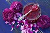 Rose petal jam Варенье из лепестков роз — Stock Photo