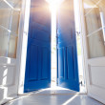 Open door to the balcony — Stock Photo