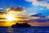 Oceanic cruise ship at sunset — Stock Photo