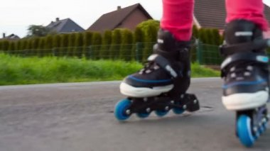 Girl riding on roller blades — Stock Video