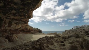 Timelapse moving clouds out of the cave by the sea — 图库视频影像