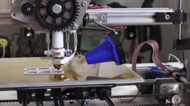 3d printer prints parts for homemade construction, side view — Stock Video