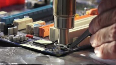 Replacement smd element on pcb plate with  technology soldering hot air — Video Stock