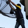 Technicians are installing satellite dishes — Stock Photo