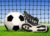 футбольный мяч и обувь — Стоковое фото